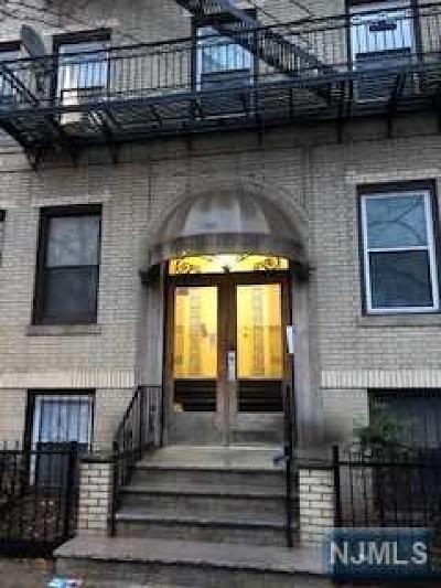 Jersey City Condo/Townhouse For Sale: 66 Romaine Avenue