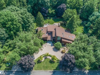 Upper Saddle River Single Family Home For Sale: 10 Forest Ridge Road
