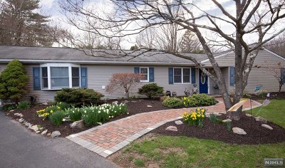 West Milford Single Family Home For Sale: 2 Camden Place