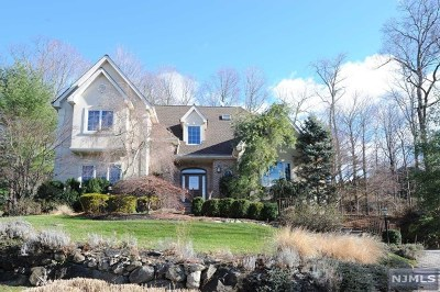 Mahwah Single Family Home For Sale: 5 Village Drive