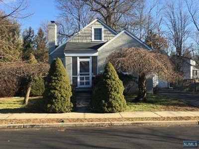 Bergen County Single Family Home For Sale: 68 Cherry Lane