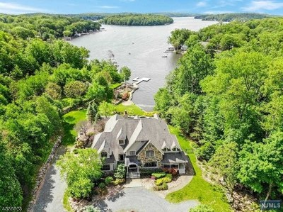 Morris County Single Family Home For Sale: 101 Chincopee Road