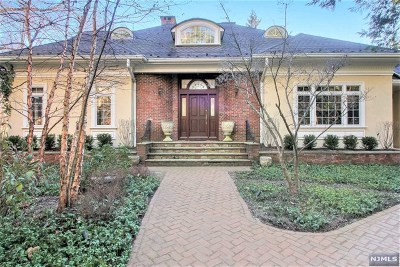 Essex County Single Family Home For Sale: 77 Old Hollow Road