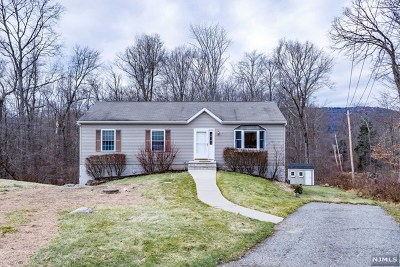West Milford Single Family Home For Sale: 37 Tintle Avenue