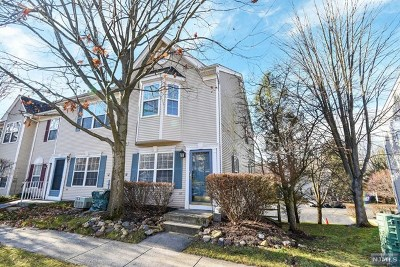 Mahwah Condo/Townhouse For Sale: 2082 Drake Court