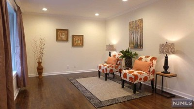 Fair Lawn Single Family Home For Sale: 30-11 Southern Drive