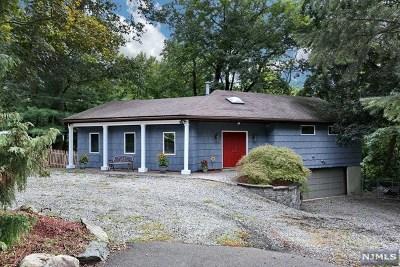Oakland Single Family Home For Sale: 60 Skyline Drive