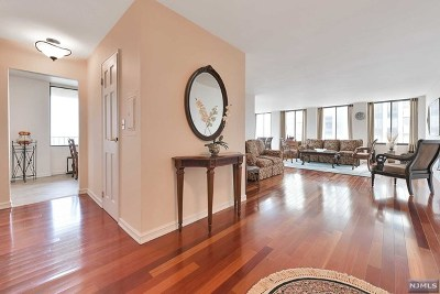 Cliffside Park Condo/Townhouse For Sale: 200 Winston Drive #1403