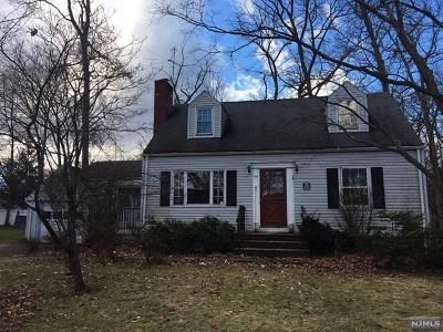 Wayne Single Family Home For Sale: 105 Oakwood Drive