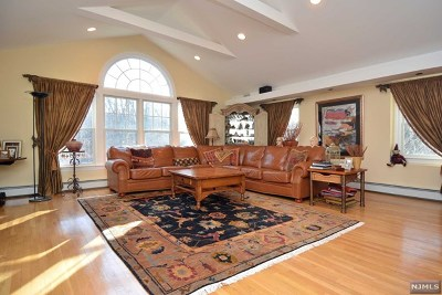 Upper Saddle River Single Family Home For Sale: 320 Fern Dell Street