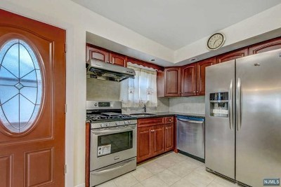 Bergenfield Single Family Home For Sale: 11 Sugden Street