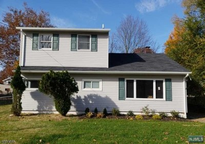 Pompton Lakes Single Family Home For Sale: 1462 River Edge Drive