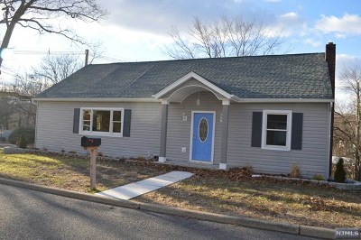 Hawthorne Single Family Home For Sale: 81 Garden Avenue