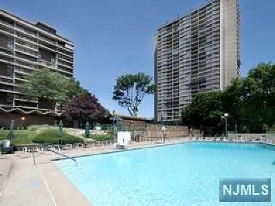 Fort Lee Condo/Townhouse For Sale: 5 Horizon Road #5 -211