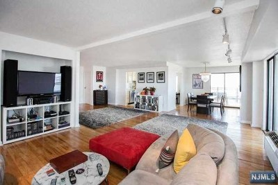Hackensack Condo/Townhouse For Sale: 125 Prospect Avenue #Phb
