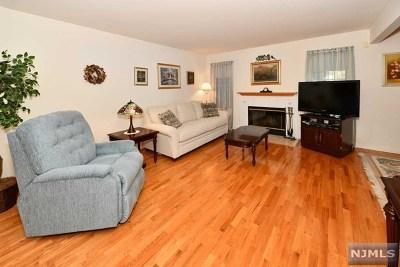 Hillsdale Condo/Townhouse For Sale: 8 Bradshaw Court