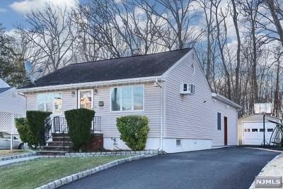 Elmwood Park Single Family Home For Sale: 22 East Washington Avenue