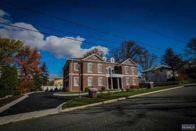 Englewood Cliffs Single Family Home For Sale: 11 Kimhunter Road