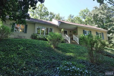 Wyckoff Single Family Home For Sale: 202 Maple Drive