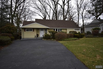 New Milford Single Family Home For Sale: 181 Elizabeth Court