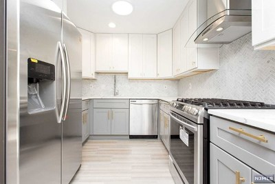 Union City Single Family Home For Sale: 322 7th Street