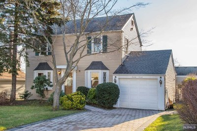 Clifton Single Family Home For Sale: 25 Burlington Road