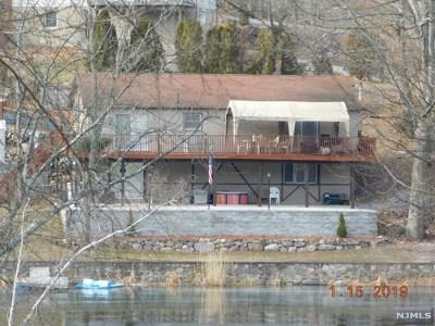 Passaic County Single Family Home For Sale: 610 Otterhole Road