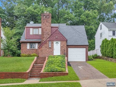 Teaneck Single Family Home For Sale: 657 Northumberland Road