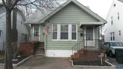 Totowa Single Family Home For Sale: 87 Washington Place