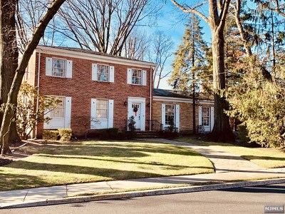 Fort Lee Single Family Home For Sale: 50 Bridle Way