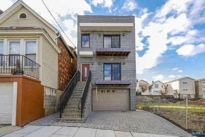 Union City Condo/Townhouse For Sale: 647 38th Street #1