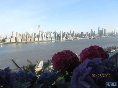 West New York Condo/Townhouse For Sale: 6600 Boulevard East #11n