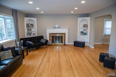 Teaneck Single Family Home For Sale: 984 East Lawn Drive