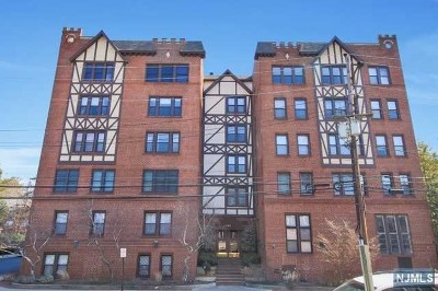 Englewood Condo/Townhouse For Sale: 109 Grand Avenue #5a
