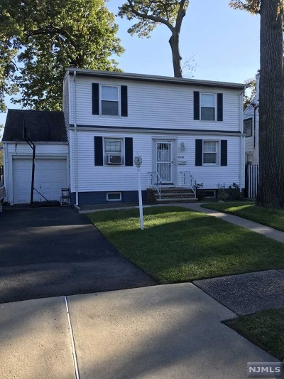 Fair Lawn Single Family Home For Sale: 23-26 Berkshire Road