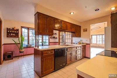 Midland Park Single Family Home For Sale: 117 Millington Drive
