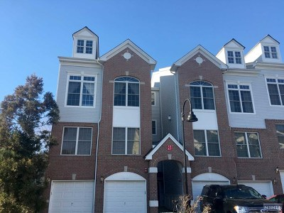 Hawthorne Condo/Townhouse For Sale: 3 Goffle Brook Court