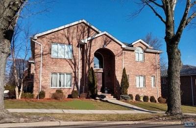 Ridgefield NJ Single Family Home For Sale: $999,900