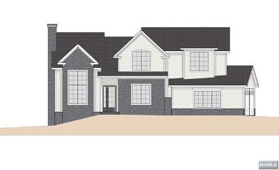 Cresskill Single Family Home For Sale: 124 Heatherhill Road