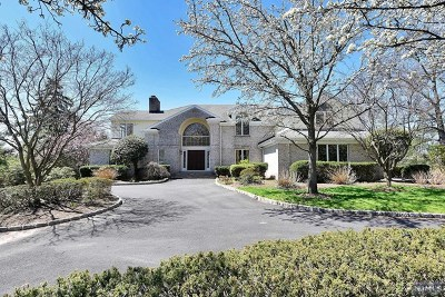 Cresskill Single Family Home For Sale: 2 North Pond Road