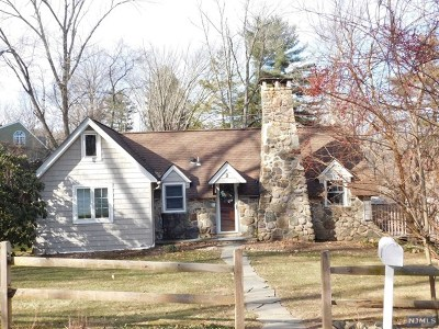 Morris County Single Family Home For Sale: 2 Fiddlers Elbow Trail