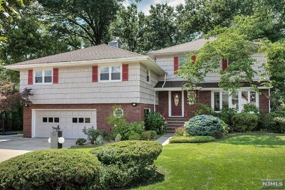 Clifton Single Family Home For Sale: 15 Chatham Terrace