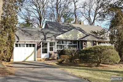 Paramus Single Family Home For Sale: 167 Garden Avenue