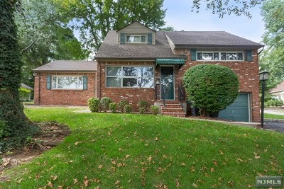 Teaneck Single Family Home For Sale: 944 East Lawn Drive