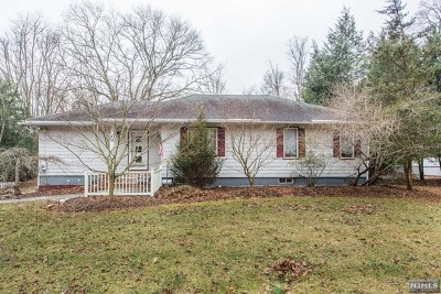 Bergen County Single Family Home For Sale: 40 Old Stone Church Road