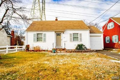 Clifton Single Family Home For Sale: 147 Knollwood Terrace
