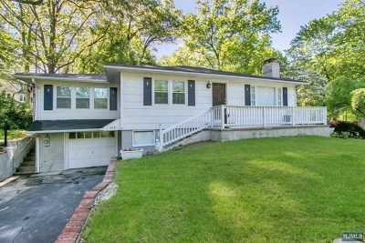 Bergen County Single Family Home For Sale: 475 Lakeside Boulevard