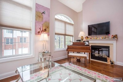 Hawthorne Condo/Townhouse For Sale: 8 Debruyle Court