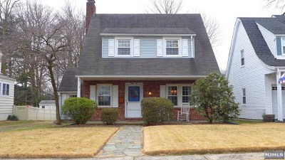 Maywood NJ Single Family Home For Sale: $419,900