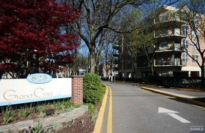 Bergen County Condo/Townhouse For Sale: 100 Grand Cove Way #2f-S